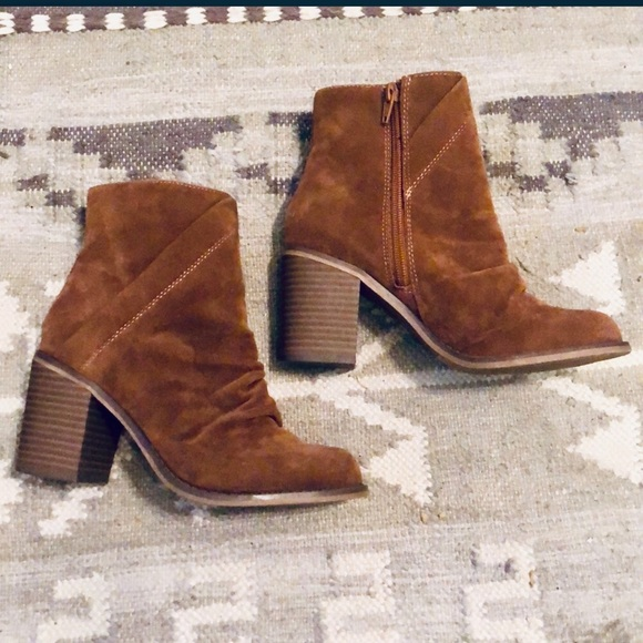 Universal Thread Shoes - Brown Suede Booties
